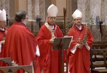 El cardenal Mario Poli, junto a los obispos Joaquín Sucunza y Enrique Eguía Seguí y el padre Alejandro Russo, realizó las celebraciones de Semana Santa en una Catedral vacía por la pandemia del Covid-19.