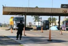 El tránsito sobre el túnel subfluvial se redujo más de un 65 por ciento. Las medidas restrictivas hacen que la circulación de autos entre Paraná y Santa Fe se reduzca. Por día pasan cuatro mil vehículos y la mayoría son camiones.