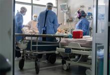 El dramatismo que se vive en algunos hospitales ya genera debates y planteos de principios morales entre los profesionales.