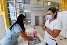 Llegaron a la provincia 16 mil dosis de vacunas contra el Covid y a partir del lunes se abrirá el registro para inscribirse para manifestar la voluntad de inocularse.
