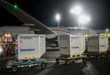 Imagen de archivo. El arribo del vuelo AM1407 transportó 934.200 dosis de AstraZeneca, de producción conjunta con México, y se trata del cuarto cargamento de este tipo de vacunas.