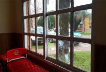 El sábado, desconocidos rompieron vidrios de una ventana de la sede partidaria de la UCR de Federal.