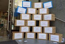 Los trabajadores de Vialidad pusieron cajas en la puerta para invitar a los gerentes macristas a depositar sus cosas e irse del organismo.