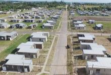 """Hace más de un año que los vecinos del Barrio """"Mutual Modelo 300 Viviendas"""" reclaman por los innumerables inconvenientes en sus casas. La problemática está judicializada."""