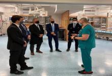 Urribarri visitó el hospital que realiza los ensayos clínicos de la vacuna israelí