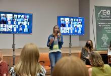Acompañada por Tolosa Paz, Stratta encabezó un encuentro de mujeres peronistas en gestión