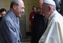 Eugenio Zaffaroni saluda al Papa Francisco